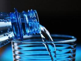 Woda butelkowana z hurtowni